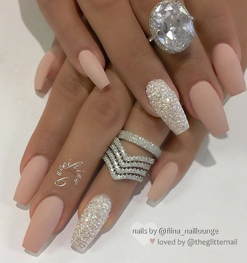 Pin by Paola Badouin on Nails of my own | Gold nails