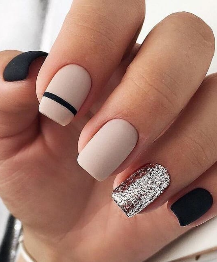 24 Elegant Acrylic White Nail Design For Short Square Nails