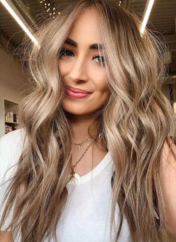 49 flirty white wavy hairstyle for long hair and medium