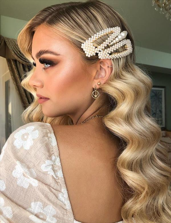 49 Flirty white wavy hairstyle for long hair and medium ...