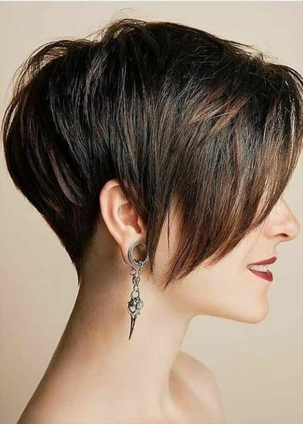 Trendy short pixie haircut design for woman, hot and chic this summer!