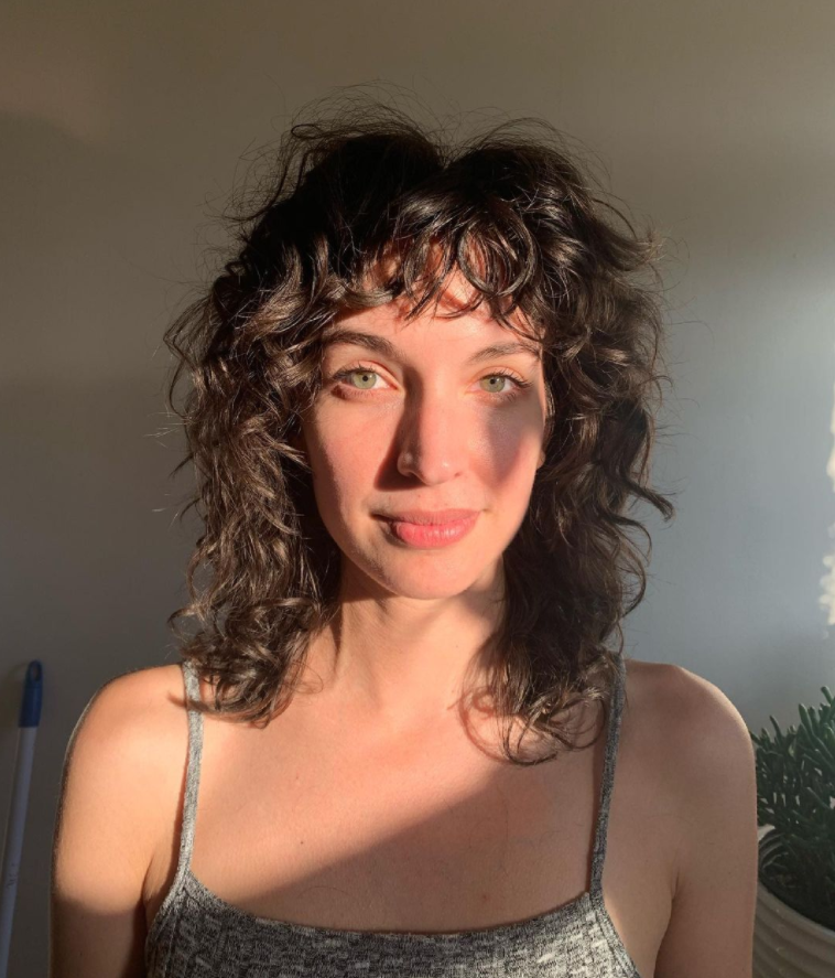 How to create the most popular curly bangs